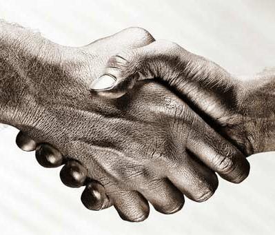 ارتباطات غیر کلامی یا زبان بدن و حسن تفاهم در دست دادن