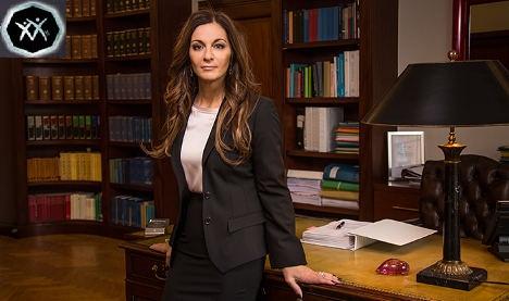زبان بدن خانم وکیل حرفه ای